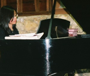 This is me playing at O&TL's wedding in '07 - Aunty D could tell by the way I sat at the piano that I had a major crick in my neck.